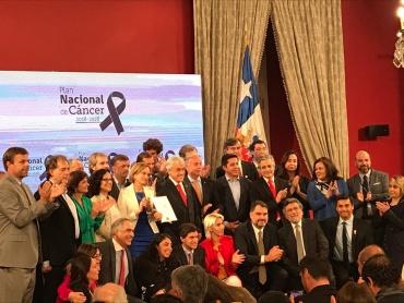 4 de diciembre –  El presidente  Sebastián Piñera firma hoy el Plan Nacional de Cáncer y el Proyecto de la Ley Nacional del Cáncer